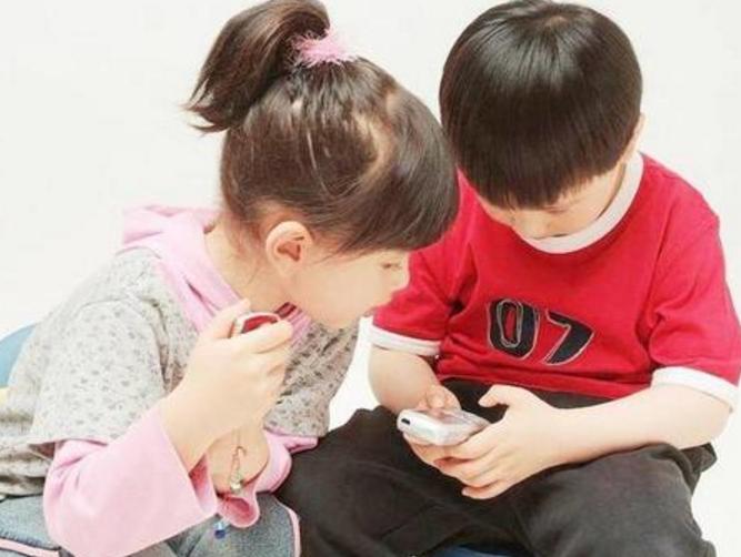 春节抗疫期间为什么孩子玩手机的时间总比学习多?