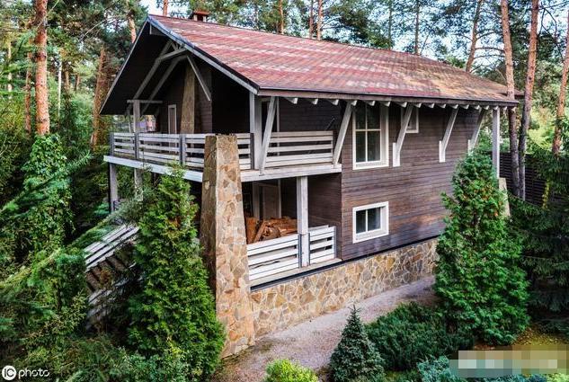 是在城里买房好;还是在农村自己盖房好?