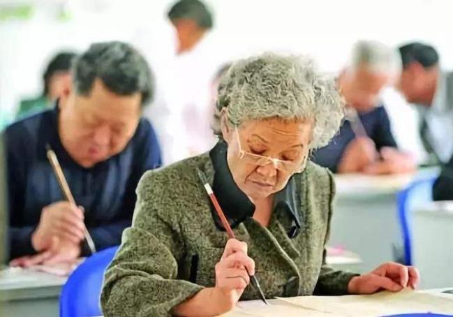 50后60后退休后你们每天在干啥?有人说退休后就是等死对吗?