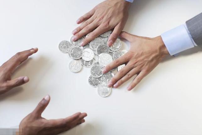 这年头手里有钱还能借给别人吗?