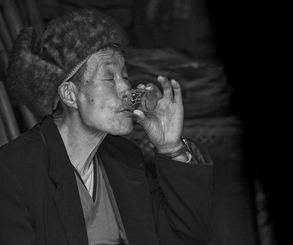 老年人为什么爱喝白酒?老年人适当喝白酒有好处吗?