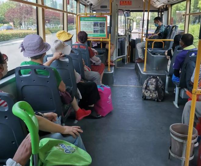 地铁里为什么很少见老年人,而公交上屡见不鲜?